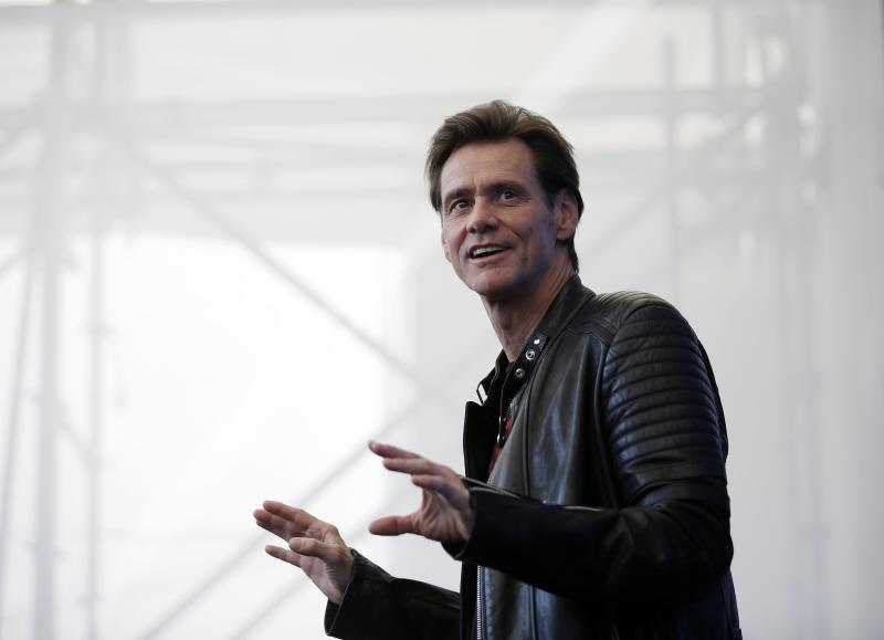 Jim Carrey says users should yank their Facebook accounts