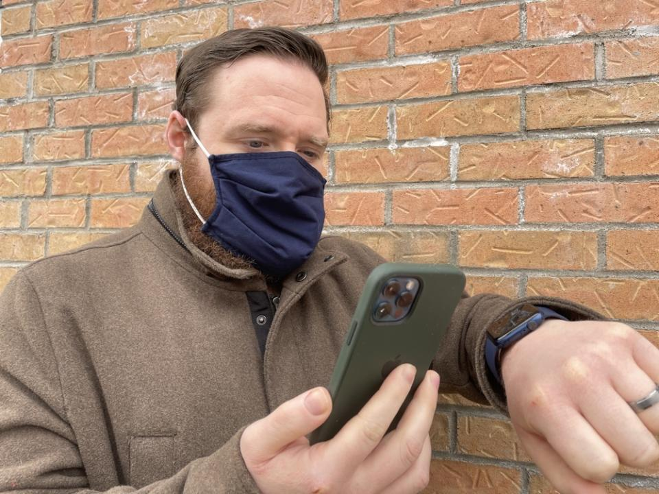 You'll soon be able to unlock your iPhone while wearing a mask. But you'll need an Apple Watch to do it. (Image: Howley)
