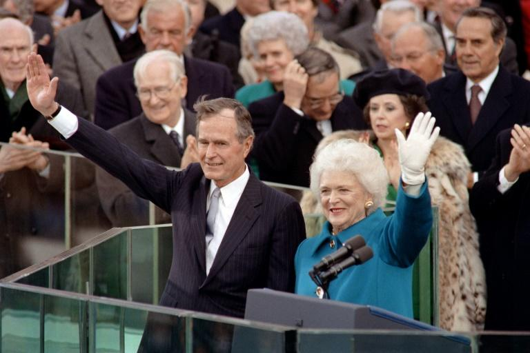 Barbara Bush et son mari, le président George H.W. Bush, le 20 janvier 1989 à Washington