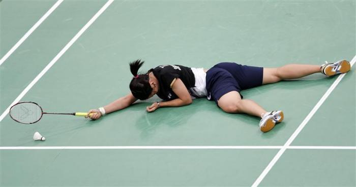Taiwan's Tai Tzu-ying falls on the court during her women's singles round of 16 badminton match against China's Li Xuerui during the London 2012 Olympic Games at the Wembley Arena August 1, 2012.