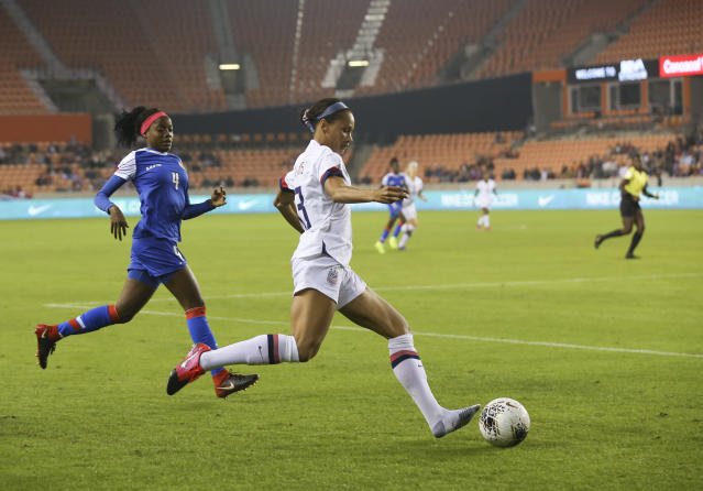 Shoe or no shoe, Lynn Williams was effective for the USWNT in Olympic qualifying. (Thomas Shea-USA TODAY Sports)