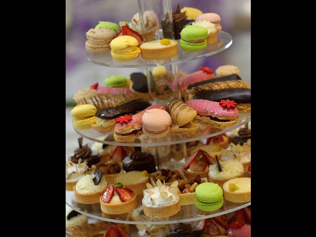 <b>6. Dessert dreams </b><br>No party is complete without desserts. But, make sure you make it light. Serve bite-sized portions just enough to taste and enjoy. People who are not too conscious about their weight can always ask for more, but the host at least should never ask the guests to binge endlessly. Mini cup cakes, cheesecakes, light vanilla ice crème are a good idea.