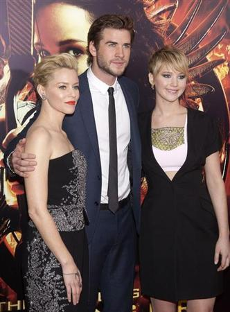 """(L-R) Cast members Elizabeth Banks, Liam Hemsworth and Jennifer Lawrence attend the premiere of the film """"The Hunger Games: Catching Fire"""" in New York, November 20, 2013. REUTERS/Carlo Allegri"""