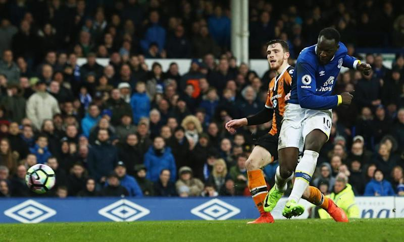 Romelu Lukaku scores Everton's third goal against Hull.