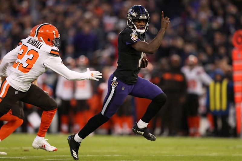 ravens fend off browns rally to win afc north over steelers
