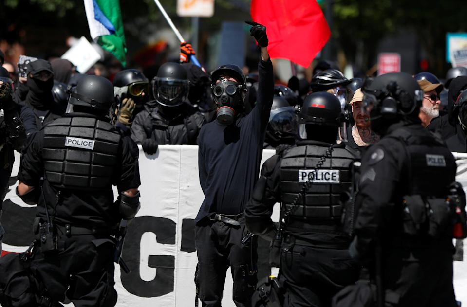 <p>Counterdemonstrators are held back by police, from right-wing supporters of the Patriot Prayer group during a rally in Portland, Ore., Aug. 4, 2018. (Photo: Jim Urquhart/Reuters) </p>