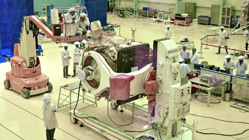 India to make new bid to launch moon rocket 50 years after first landing