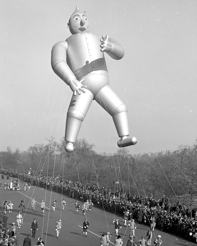 <p>The Tin Man flies high in the Macy's Thanksgiving Day parade in 1939. (Photo: Joe Costa/New York Daily News Archive via Getty Images) </p>