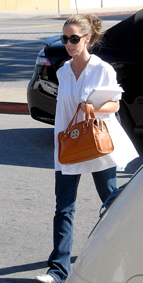 "A newly single Jennifer Love Hewitt was spotted leaving a holistic healing center in Los Angeles last weekend. A former ""Ghost Whisperer"" staffer told Us Weekly that Jennifer's insecurities caused her split from fiance Ross McCall. <a href=""http://www.infdaily.com"" target=""new"">INFDaily.com</a> - January 18, 2009"
