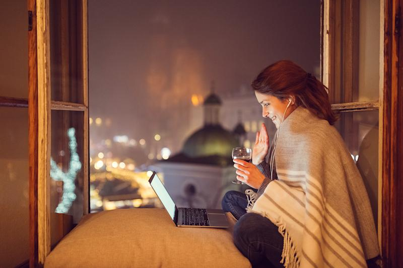 Singletons should keep dating virtually during coronavirus lockdown. (Getty Images)