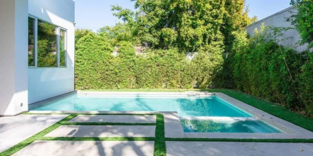 <p>A perfect pool to relax and enjoy some privacy.</p>