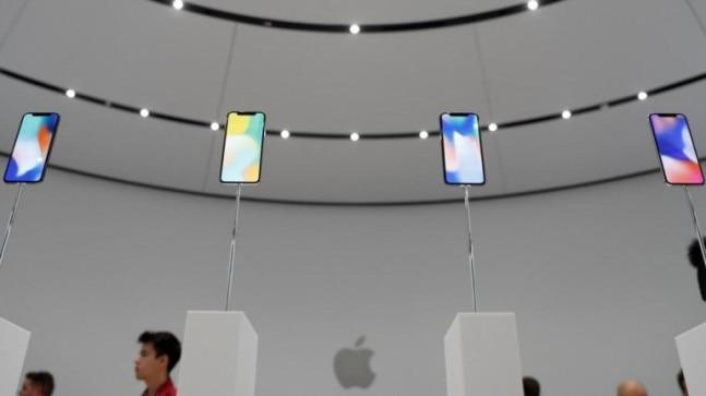 """According to a tipster, Apple is considering a """"switchable"""" 60Hz/120Hz refresh rate screen for its 2020 iPhone. The company may use its ProMotion technology, which it introduced with the iPad Pro 10.5-inch and 12.9-inch models last year."""