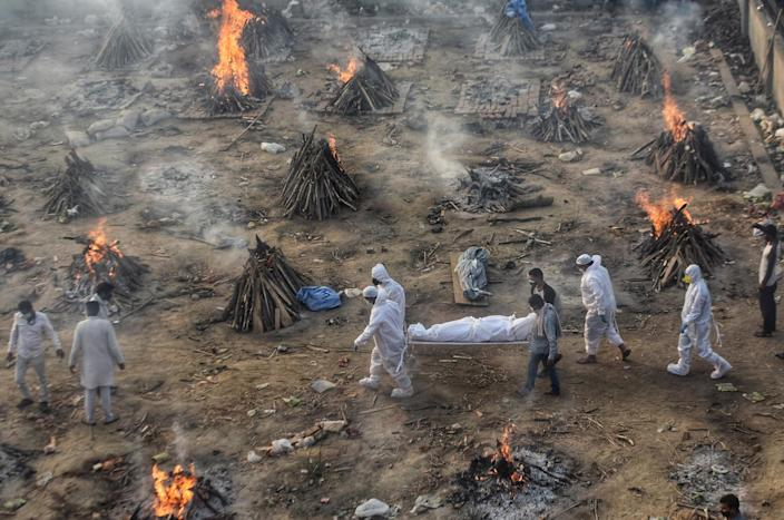 Image: Covid-19 victims being cremated at Seemapuri crematorium in New Delhi, India (Amal KS / Hindustan Times / Getty Images)