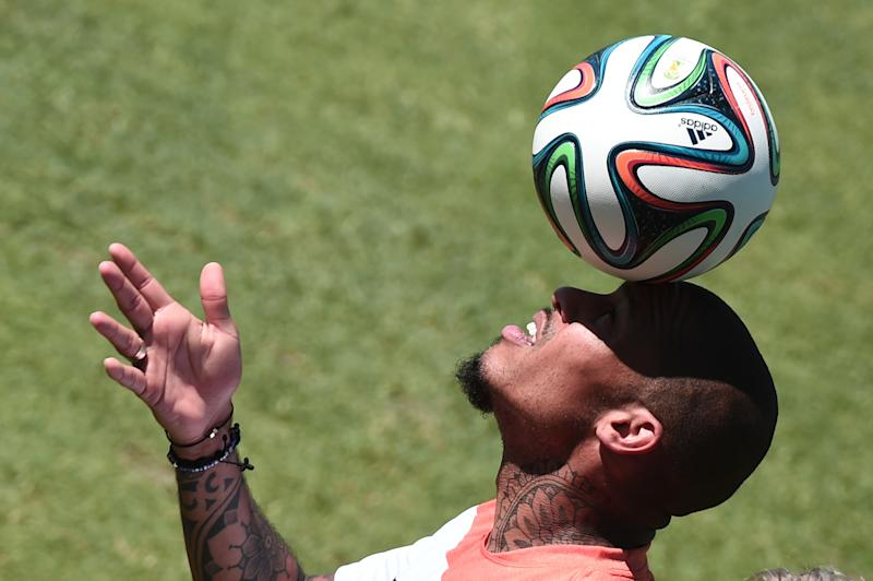 Netherlands' midfielder Nigel de Jong plays with the ball as he takes part in a team training session at the Presidente Vargas stadium in Fortaleza on June 28, 2014