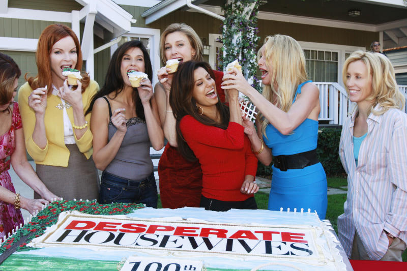 Teri Hatcher, Brenda Strong, Eva Longoria Parker, Nicollette Sheridan, Felicity Huffman celebrating the 100th episode of 'Desperate Housewives', 'The Best Thing That Could Have Happened', behind the scenes, making of the ABC tv series in 2008. (Ron Tom /Walt Disney Television via Getty Images)