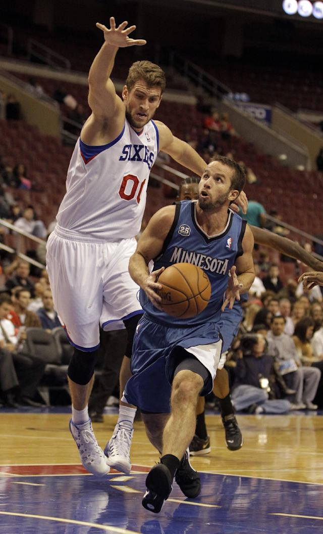 Minnesota Timberwolves' Jose Barea, right, drives to the basket past Philadelphia 76ers' Spencer Hawes in the first half of a preseason NBA basketball game, Wednesday, Oct. 23, 2013, in Philadelphia. (AP Photo/Laurence Kesterson)