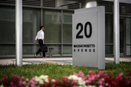 A worker arrives at the Department of Homeland Security on Tuesday morning after the federal government was shutdown when the House and Senate failed to pass a budget in Washington October 1, 2013. REUTERS/James Lawler Duggan
