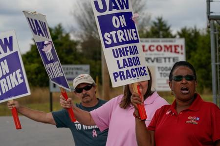GM appeals directly to employees as strike losses mount