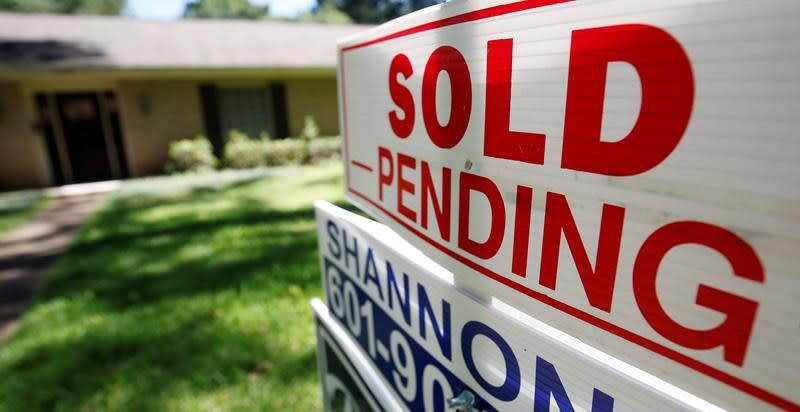 US home sales climbed 2.5% in May amid lower mortgage rates