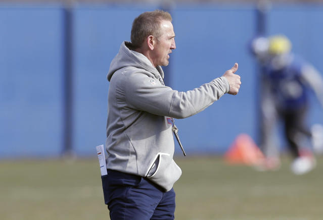 New York Giants interim head coach Steve Spagnuolo gives a thumbs-up during an NFL football practice in East Rutherford, N.J., Wednesday, Dec. 6, 2017. (AP Photo/Seth Wenig)