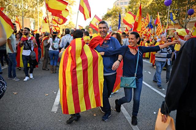 <p>Thousands of pro-unity protesters gather in Barcelona, two days after the Catalan parliament voted to split from Spain on Oct. 29, 2017 in Barcelona, Spain. (Photo: Jeff J. Mitchell/Getty Images) </p>