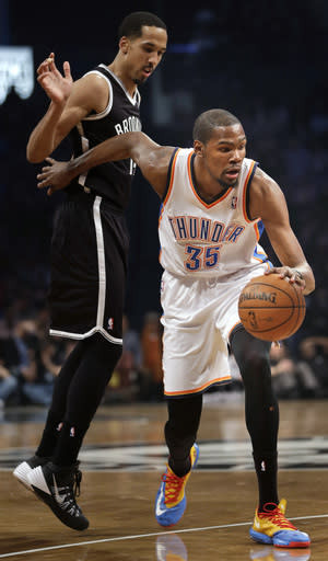 Oklahoma City Thunder's Kevin Durant, right, pushes past Brooklyn Nets' Shaun Livingston during the first half of an NBA basketball game Friday, Jan. 31, 2014, in New York. (AP Photo/Seth Wenig)