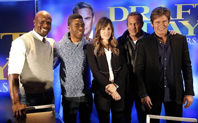 "Actors Terry Crews, from left, Chadwick Boseman, Jennifer Garner, Kevin Costner and Denis Leary pose for a photograph at a news conference for the movie ""Draft Day"" in New York on Friday, Jan. 31, 2014, two days before the NFL football Super Bowl. (AP Photo/Paul Sancya)"