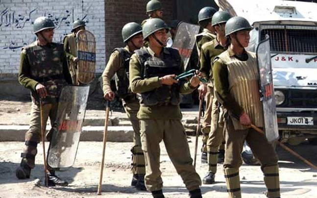 Kashmir: Weapons snatching incidents worry security forces; 60 rifles, 6 pistols, 182 magazines looted in 2016