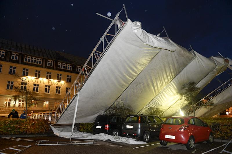 Europe storm deaths rise to 15; huge cleanup ahead