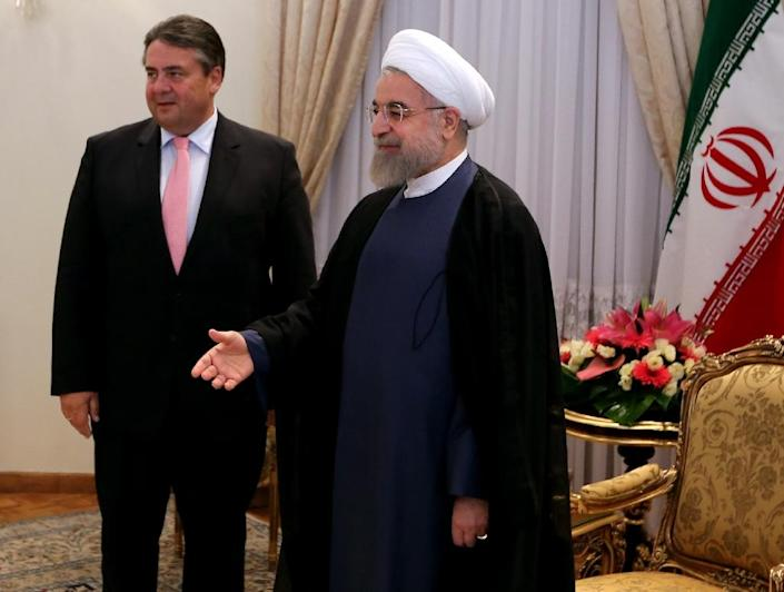 Iranian President Hassan Rouhani stands next to German Economy and Energy Minister Sigmar Gabriel (L) as he welcomes other officials from the German delegation in Tehran, on July 20, 2015 (AFP Photo/Atta Kenare)