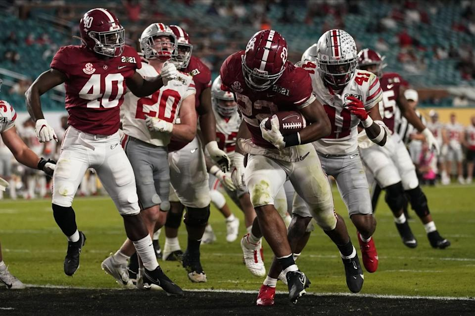 Alabama running back Najee Harris scores a touchdown against Ohio State.