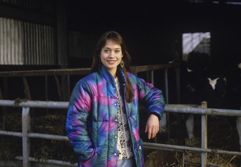Actress Leah Bracknell on set during filming of British television soap opera Emmerdale Farm in 1989. (Photo by Tim Roney/Getty Images)