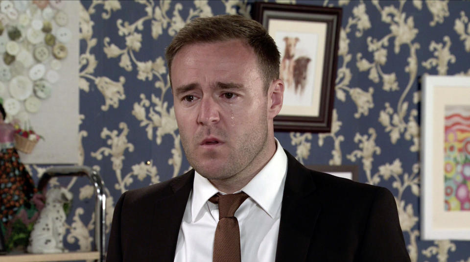 FROM ITV  STRICT EMBARGO - No Use Before Tuesday 10th August 2021  Coronation Street - Ep 1040809  Friday 20th August 2021  Calling at No.9, Tyrone Dobbs [ALAN HALSALL] emotionally blames himself for wrecking everyoneÕs lives then bursts into tears. Fiz Stape [JENNIE McALPINE] is taken aback by his unhappiness.   Picture contact David.crook@itv.com   This photograph is (C) ITV Plc and can only be reproduced for editorial purposes directly in connection with the programme or event mentioned above, or ITV plc. Once made available by ITV plc Picture Desk, this photograph can be reproduced once only up until the transmission [TX] date and no reproduction fee will be charged. Any subsequent usage may incur a fee. This photograph must not be manipulated [excluding basic cropping] in a manner which alters the visual appearance of the person photographed deemed detrimental or inappropriate by ITV plc Picture Desk. This photograph must not be syndicated to any other company, publication or website, or permanently archived, without the express written permission of ITV Picture Desk. Full Terms and conditions are available on  www.itv.com/presscentre/itvpictures/terms