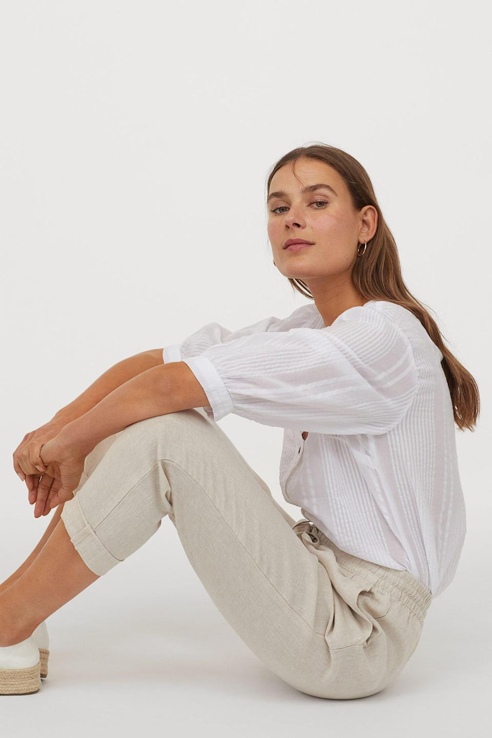 <p>These popular <span>H&amp;M Linen Joggers</span> ($35) comes in a wide variety of color choices.</p>