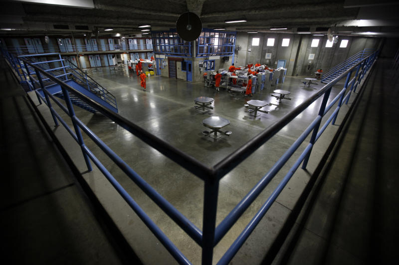 Prisoners at the Richard J. Donovan Correctional Facility in San Diego, California. Picture taken September 14, 2009. REUTERS/Mike Blake (UNITED STATES - Tags: CRIME LAW POLITICS)