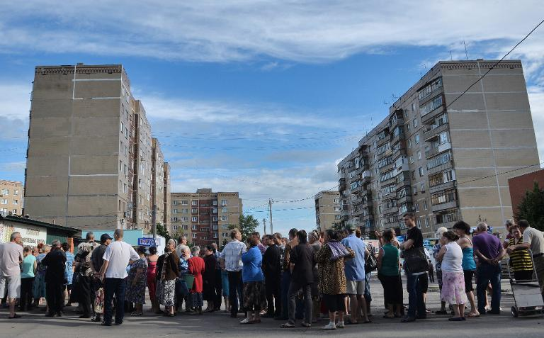 Slavyansk residents queue for water after an explosion destroyed the main water supply to the eastern city on June 11, 2014
