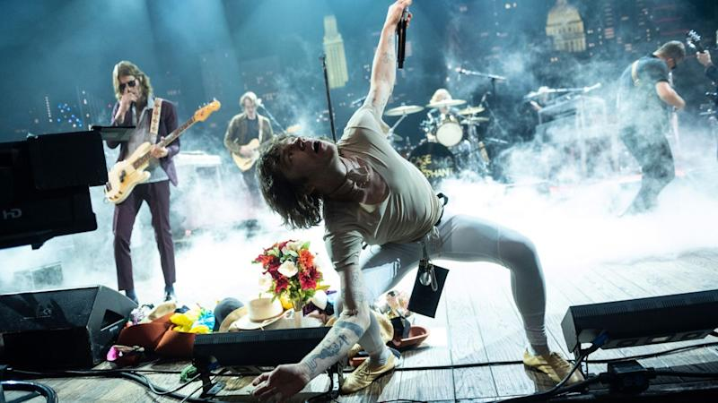 "Cage the Elephant perform ""Skin and Bones"", ""Tokyo Smoke"" on Austin City Limits: Watch"