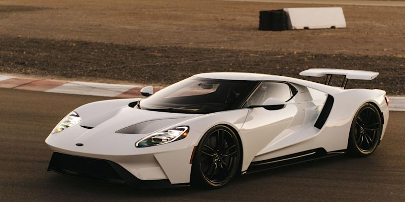 Why Does The Carbon Fiber Ford Gt Weigh More Than 3000 Pounds Upcomingcarshq Com