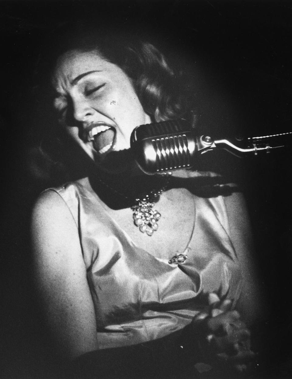 """<p>Anita O'Day (aka """"The Jezebel of Jazz"""") was recognized for launching her career as """"the girl singer"""" for big-band appearances in the late 1940s. O'Day's quick-beat vocal patterns and sense of rhythm catapulted her to the forefront of bebop singing. <a href=""""https://www.youtube.com/watch?v=DcMmVGrzpy8"""" rel=""""nofollow noopener"""" target=""""_blank"""" data-ylk=""""slk:Click here"""" class=""""link rapid-noclick-resp"""">Click here</a> to watch O'Day performing at the 1958 Newport Jazz Festival, where she channels Holly Golightly (albeit three years before <i>Breakfast at Tiffany's</i> was released). <i>(Photo: Getty Images)</i></p>"""
