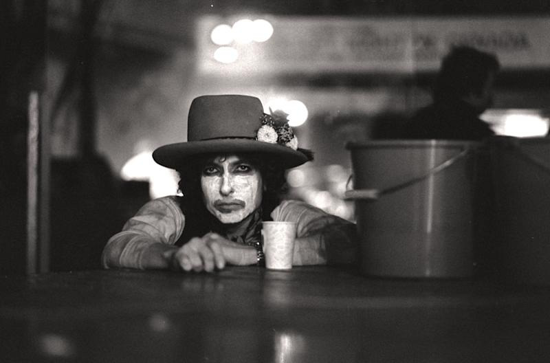 Bob Dylan during the Rolling Thunder Revue tour as depicted in 'Rolling Thunder Revue: A Bob Dylan Story' (Photo: Netflix)