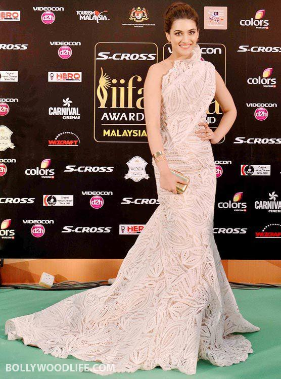 <p>For the IIFA Awards 2015, Kriti Sanon donned an elaborate ivory colored one-shouldered Georges Chakra gown replete with a high neck and a long train. She complimented the look well with a pair of golden studs and hand-cuff, keeping her look minimal with defined eyes, nude lips and an updo. </p>