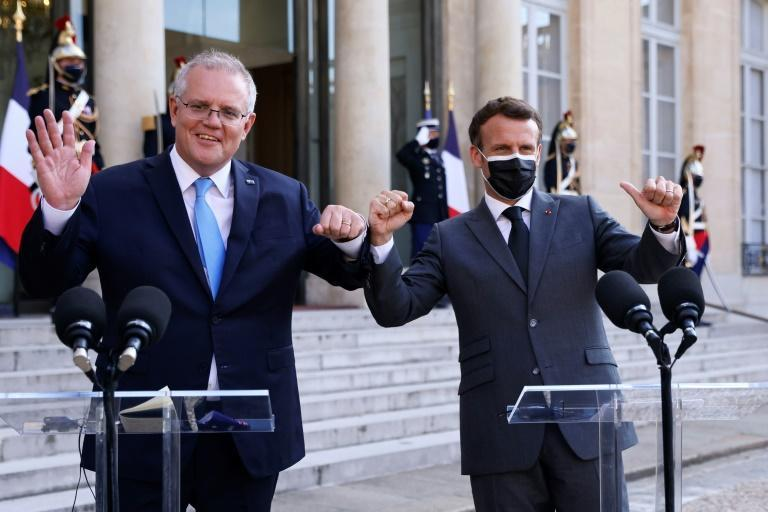 French President Emmanuel Macron (R) reacted furiously to Australia's announcement that it had secretly lined up a new subs deal with the United States and Britain (AFP/Thomas SAMSON)