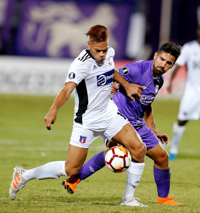 Soccer Football - Defensor Sporting v Monagas - Copa Libertadores - Luis Franzini Stadium, Montevideo, Uruguay - April 17, 2018. Defensor Sporting's Mathias Cardacio and Monagas' Ruben Emir Rojas. REUTERS/Andres Stapff
