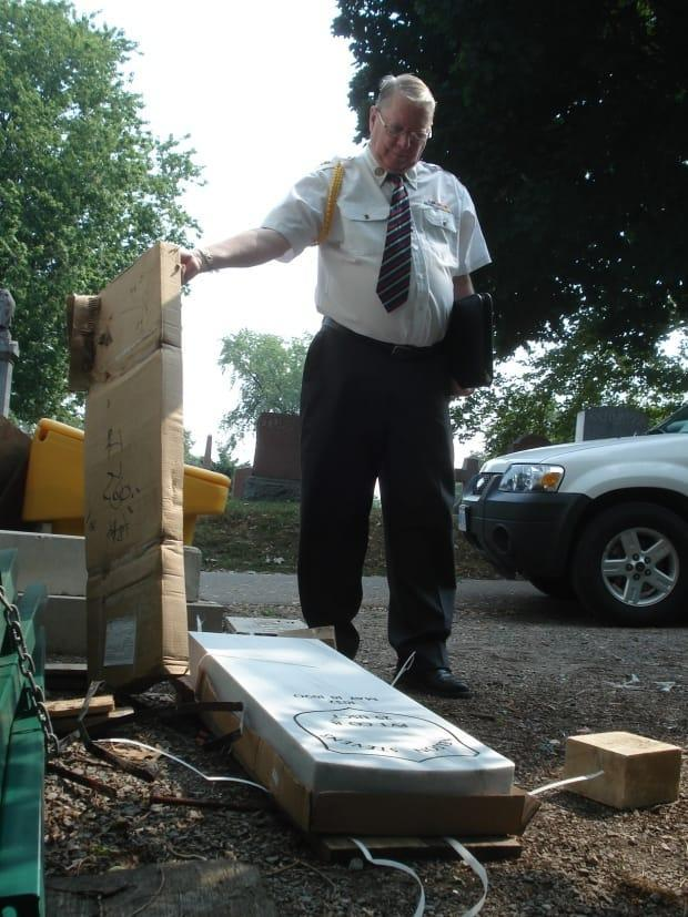 The box bearing the official U.S. Civil War veteran headstone for Stevens arrives at the Hamilton Cemetery.