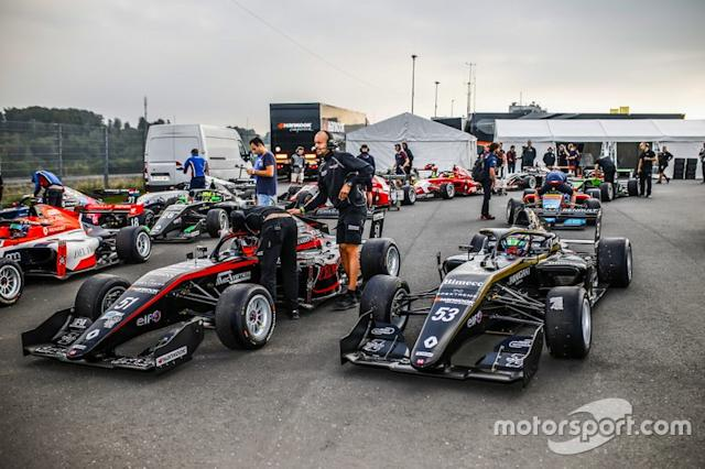 "Pre grid a Nurburgring <span class=""copyright"">DPPI </span>"