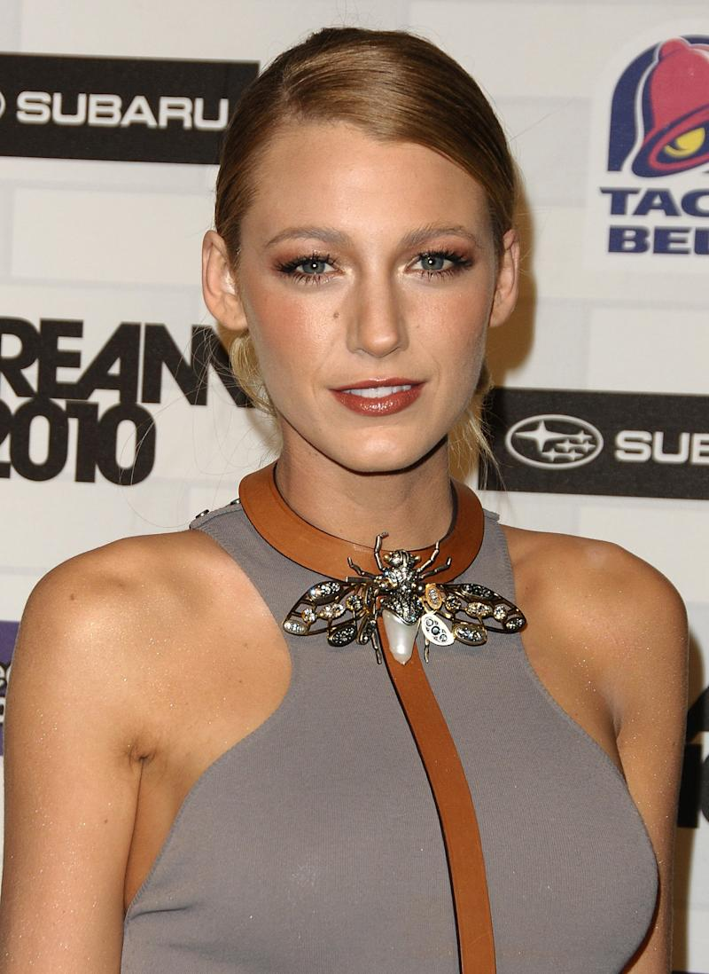 "Wearing a sleek low bun with a taupe smoky eye, Lively attended the Spike TV's ""Scream 2010"" event."