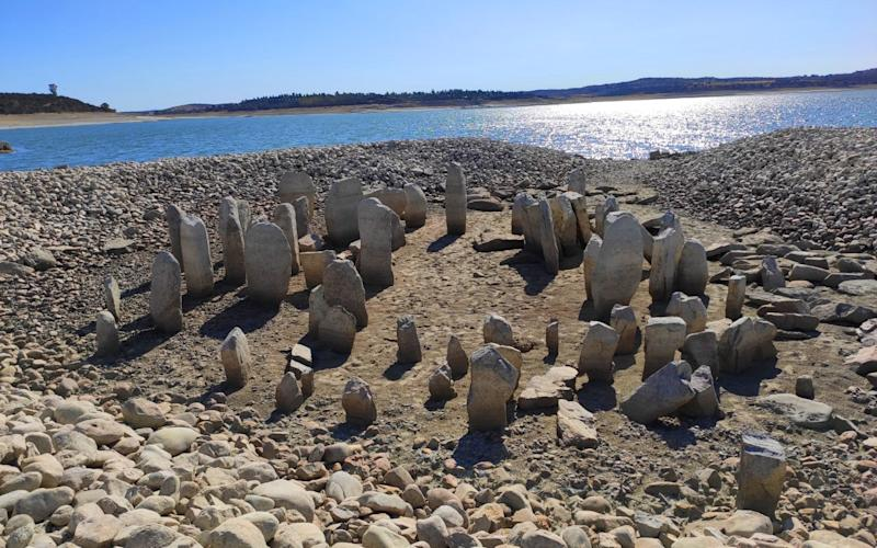 A circle of 7,000-year-old megaliths reappeared in Spain as a result of their drought - wikipedia/Pleonr