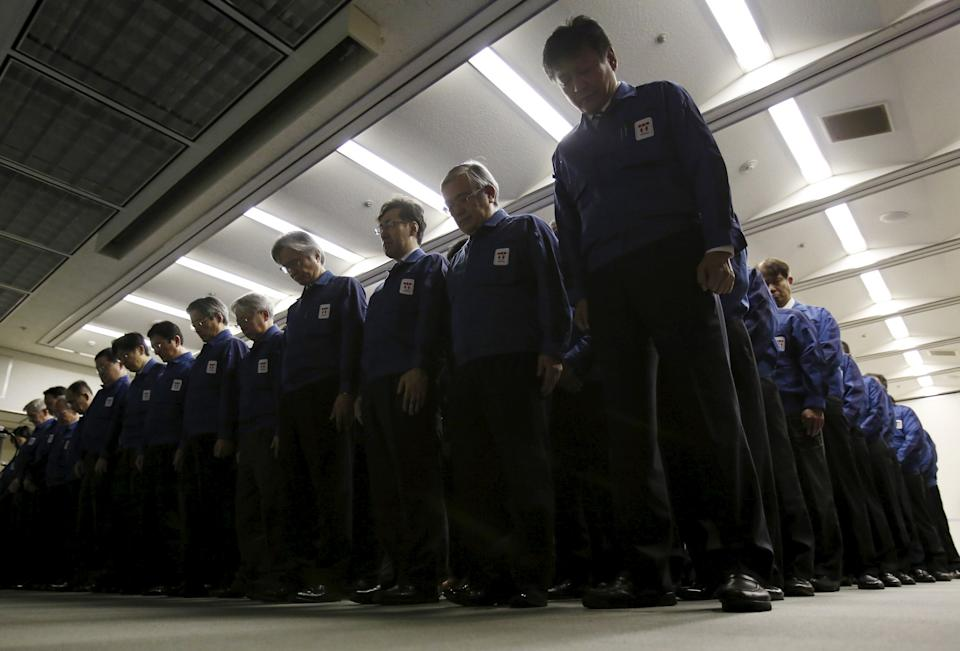 <p>Employees of Tokyo Electric Power Co. (TEPCO), the operator of the tsunami-crippled Fukushima Daiichi nuclear plant, take part in a moment of silence at 2:46 p.m. local time (0546 GMT) at TEPCO's headquarters in Tokyo, Japan, March 11, 2016, to mark the five-year anniversary of the earthquake and tsunami that killed thousands. REUTERS/Yuya Shino</p>