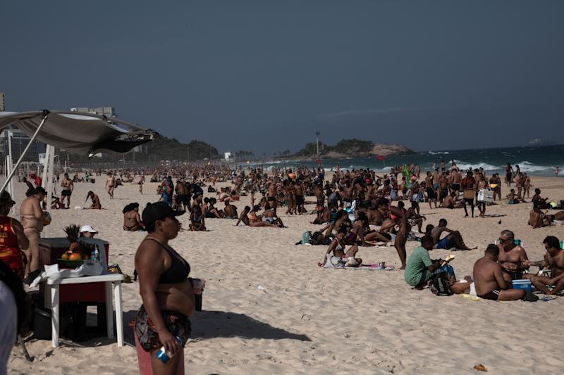 15 August 2020, Brazil, Rio de Janeiro: People enjoy the beach of Ipanema. Brazil is currently the second most affected country by corona virus worldwide. Photo: Ian Cheibub/dpa (Photo by Ian Cheibub/picture alliance via Getty Images)