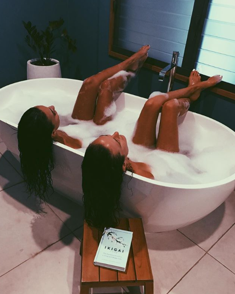 <p>The 21-year-old enjoys a soak in the tub with her bestie while on vacation in Byron Bay. Source: Instagram/tayla.damir </p>